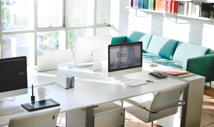 escritorio organizado - Comunicação horizontal ou vertical?