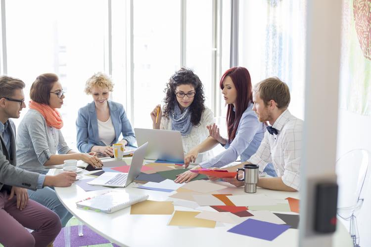 Reunião de equipe para definir campanhas passageiras